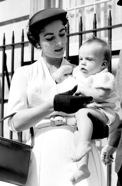 sophialorens:  Elizabeth Taylor with her son Michael Howard Wilding, mid 1950's.