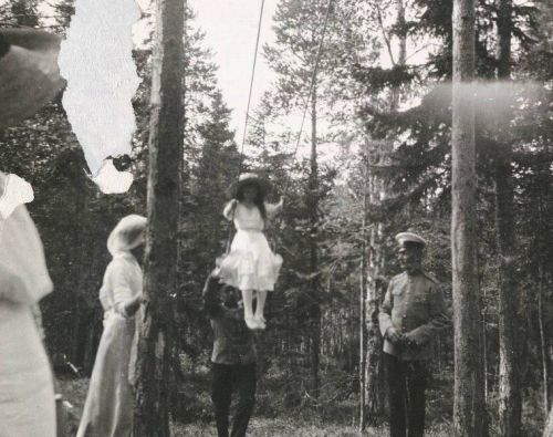 Grand Duchess Anastasia on a swing in Finland: 1912.