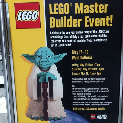 Attention all nerds! Big #lego #yoda? Yes please! #starwars  (at Oakridge Centre)