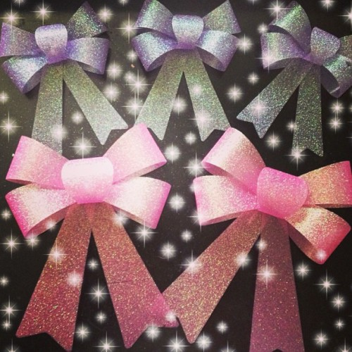 Freakin' Barbie heaven! Dollar store plastic glitter bows! #bows #dollarstore #glitter #pink #purple #Barbie #kawaii