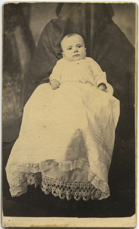 (via The Overwhelming Weirdness Of 1800s Ghost Mother Photography)