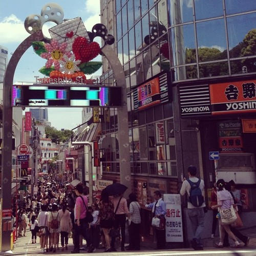 Harajuku~~! 😀😃😄😳 #harajuku #takeshitastreet #spazzing #peopleocean #japan #asian #cute #kawaii #kawaiicomplex #shopping #gyaru #lolita #cosplay #dressup