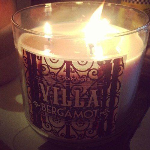 Trying out my new Villa Bergamot candle. Smells so good! I love manly scents! 😍😜