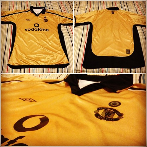 "Manchester United 2001-2002 Umbro ""Centenary"" Reversible away and third top with ""Giggs 11"" print. Part 2. 😁👍"