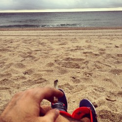 Cloudy Ass Thursday Smokin A Doob Alone On Ft Lauderdale Beach #joint #weed #doob #papersoverblunts #420 #sand #beach #ocean #cloudy #rain