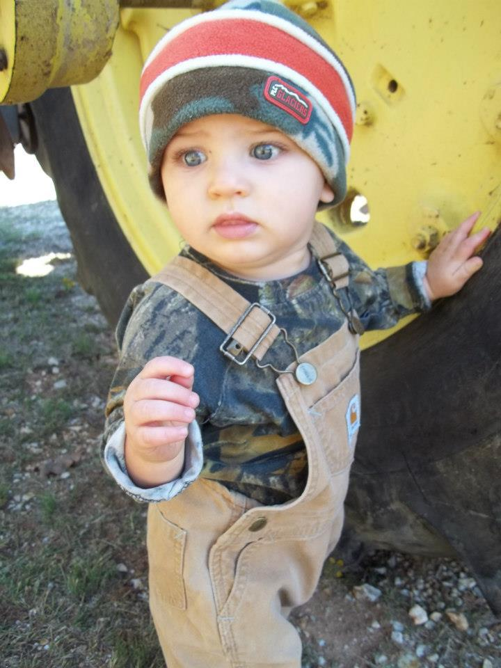 chasintrophywhitetailsandfemales:  future son right there.