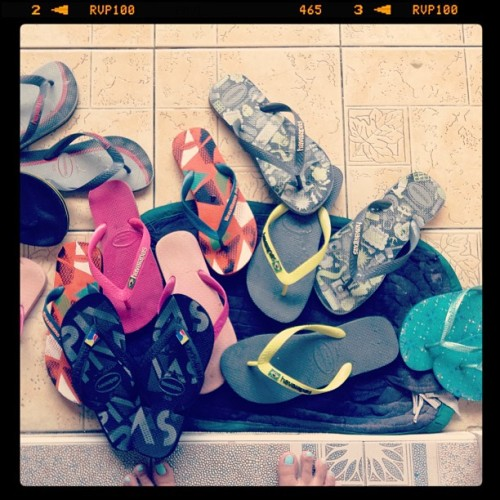 Who said we love havs? Haha! #havaianas #family #collection #foreverloves