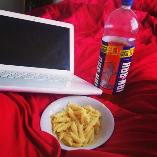 Nightshift prep #macandcheese #irnbru #apple #macbook #bed #duvet #lazy #monday #nightshift