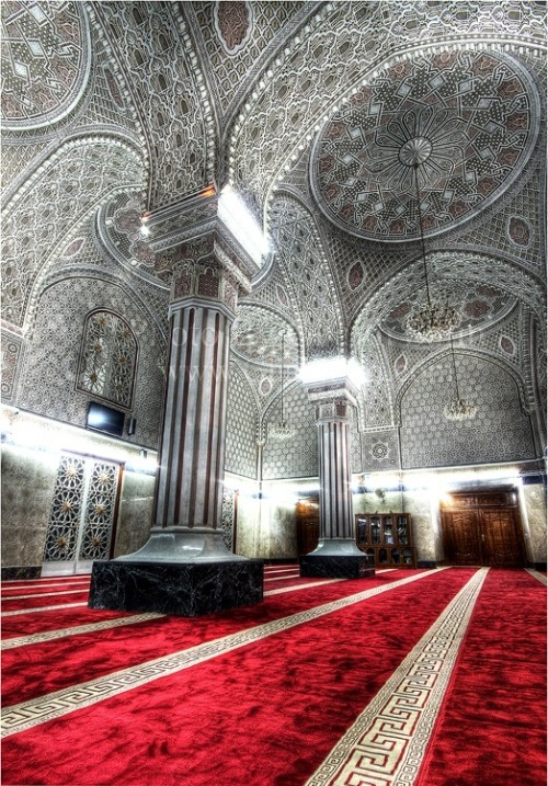 sufiyana:  Sheikh Abu Hanifa Mosque, Baghdad, Iraq. Source
