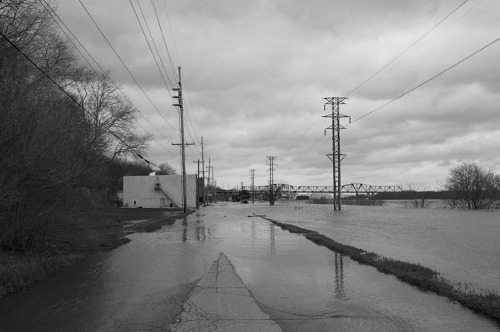 skornphoto:  Last week there was a lot of flooding in the Illinois Valley. I spent Friday April 19th documenting some of the damage.
