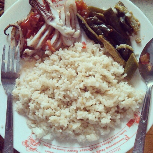 mschua:  Hello breakfast! Grilled squid and pinakbet. Haha. :)) Yum! #instafood #squid #grilled #pinakbet #food #asia #ilocos #ilocano #laoag #philippines #delicious #breakfast  I miss this stuff… I cant wait till December. #illseeyouindecember