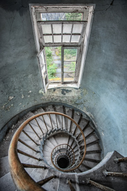 abandoneddaydreamer:   abbey stairs II by *schnotte
