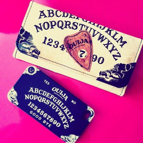 spirits planchette spooky everydayishalloween wallet afterlife ouijaboard phonecase ghosts ouija