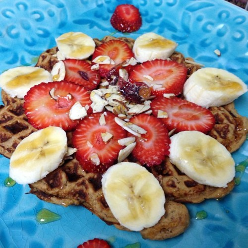 blogilates:  Come have breakfast with me :) Protein waffles recipe (makes 2) - 2 scoops protein powder, 1 banana, 2-3tbs almond milk, 1 tbs ground flax seed, 2 eggs. Spray waffle maker with Pam then leave inside for a couple min! House will start smelling amazing. Open up! Top with fruit! EAT.