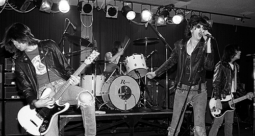 cretin-family:  Ramones photographed by Chester Simpson