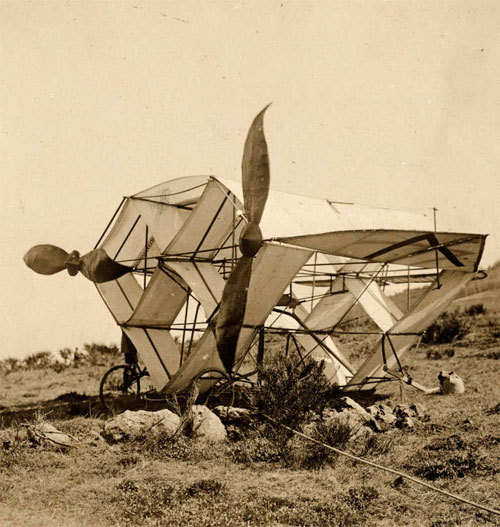 """A strange glider of Frenchman Dervaux during games on the plateau of Auvergne / France. Photo 1922"" (via)"