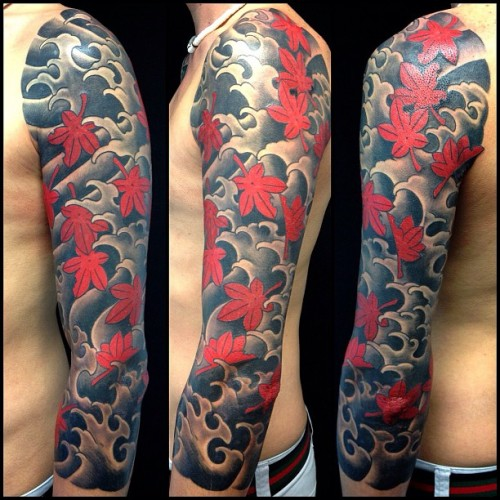 #mapletattoo #maple #leaves #japanesetattoo #tattoo #tatuaggioorientale #tatuaggio #ink #oldschool #oldschooltattoo #tatuatoriveneto #tatuatoriitaliani #tattoolifemagazine #tattoosartmagazine  (presso Skingdom Tattoo Shop)