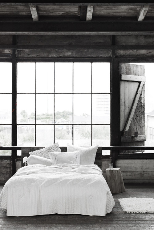 valscrapbook:  justthedesign: Grey Bedroom Design Idea By Nu-Woman Photography By Simon Archer