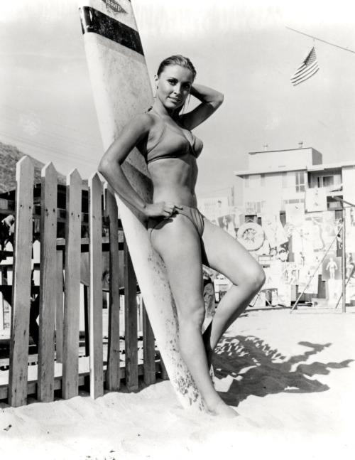 creepingirrelevance:  Sharon Tate, Don't Make Waves (1967)