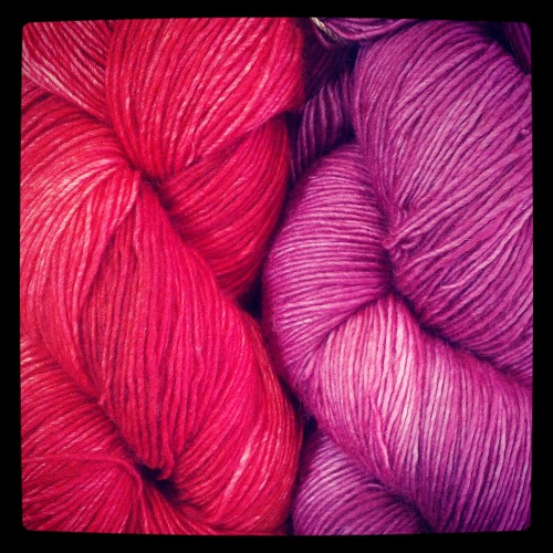 We got some delicious Numma Numma yarn in the store this week… My dedication to not buying yarn is wavering, I want this combination so badly! I may just hold out until the end of the month, I mean, two months seems kind of excessive now… Oh yarn, how I want you!