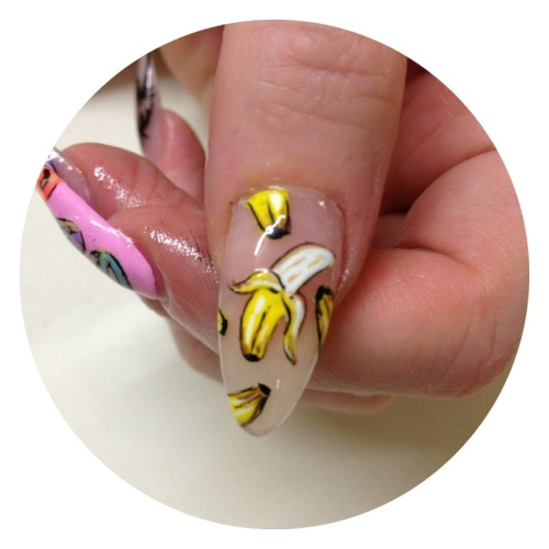 Close up on the bananas.. Handpainted with nail polish only!