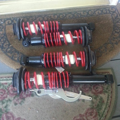 prettyboychisco:  Mia's new coilovers #raceland #lowlife #mx5