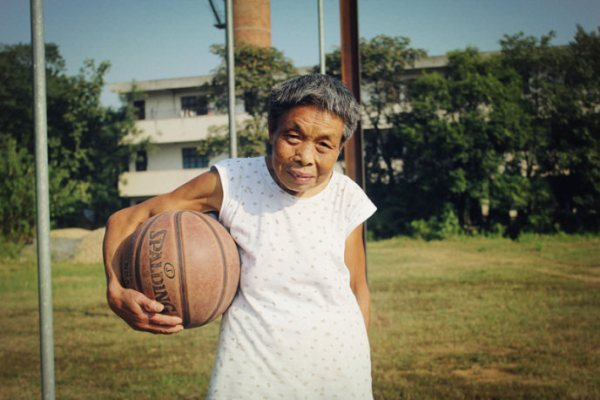 (via Basketball Granny Inspires Chinese Students | The Province)