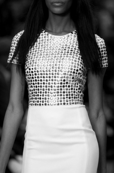 senyahearts:  Jourdan Dunn - Close Up Burberry Fashion Show.