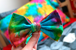 nettwerks:  the tie dye bow I made :) I love it so much