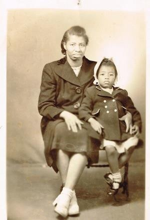 auntada:  beautone:  Octavia E. Butler at age three with her mother in Los Angeles (1951)  Wow!  A little girl who became a giant…