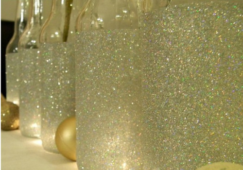 roomsandquilts:  DIY Glitter mason jars  1. tape off where you don't want glitter  2. add mod podge  3. glitter it up 4. peel off tape after mod podge dries  5. beautiful vases :)
