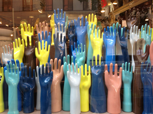 WINDOW DISPLAY IDEA:  Hands up if you like simple, colorful, eye catching ideas.