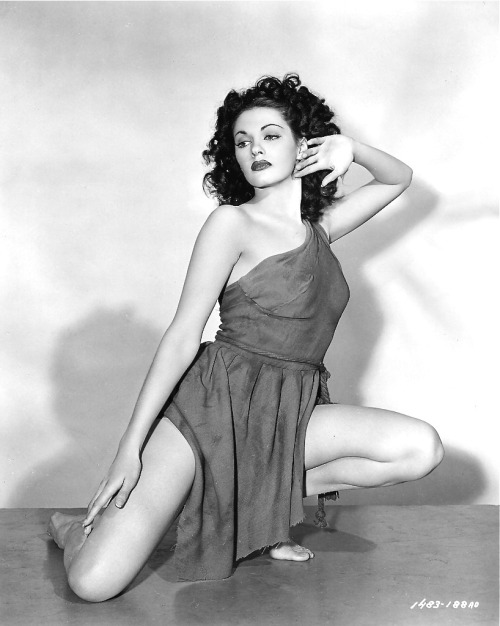 retrogirly:  Yvonne DeCarlo  Ha-cha-cha-cha!