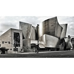 drenottrey:  B&W edit of the Walt Disney Concert Hall #dtla #waltdisneyconcerthall #topshelfla  (at Walt Disney Concert Hall)