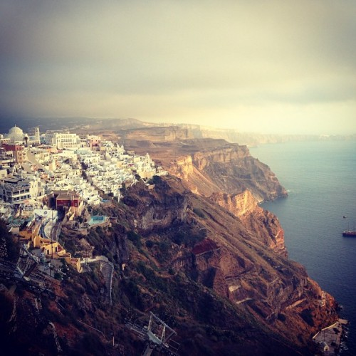 molivaresv:  #Fira #Thira #Santorini #GreekIslands #Greece #AegeanSea #Holidays #SpringBreak #Paradise #Island #Europe #May2013 (en Φηρά (Fira))  Je reviens.  Soon.