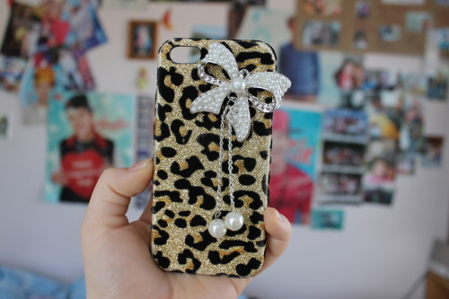 tbhfood:  my sisters iphone case