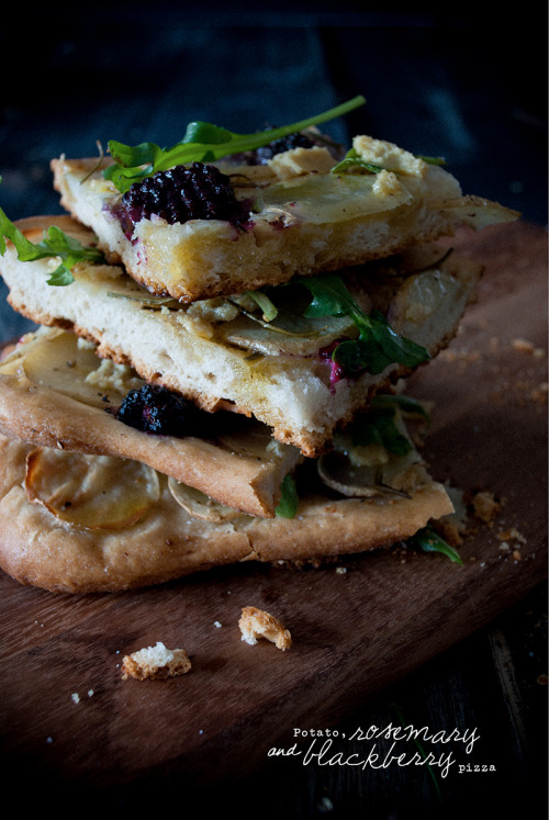 veganfoody:  Vegan Potato, Rosemary and Blackberry Pizza w/ Raw Pinenut Parmesan
