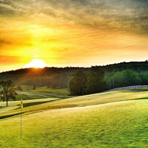 scorciaonpar:  Another #golf #sunrise from the 18th green at Tot Hill Farm in North Carolina, from the brilliant mind of Mike Strantz. by golfgetaways http://bit.ly/17XPhf7