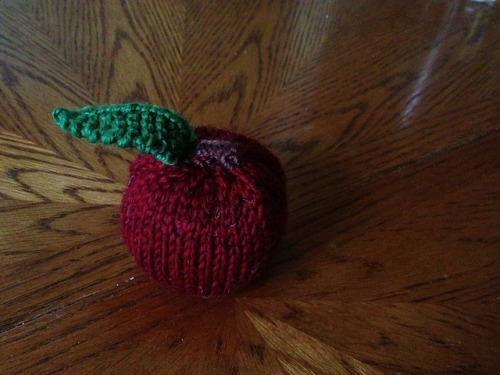 An Apple for Teacher I knitted this a couple of weeks ago. Today it went off to school with my daughter, a present for her teacher on Teacher Appreciation Day.