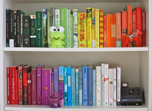 noseinabook:  I temporarily organized some of my books by colour.