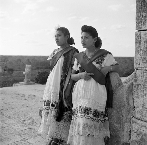 Two women at the ruins of one of the largest Maya cities of the Terminal Classic in Chichen Itza, Mexico, 1952. Photograph by Earl Leaf. #vintage#photography #black and white #women#costume#tradition#culture#Chichen Itza#Mexico#1952#1950s
