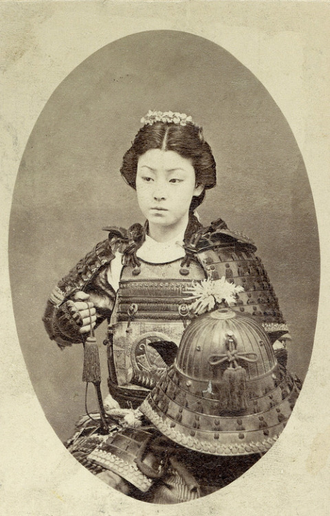 ilungyou:  A Japanese woman in samurai armour, 1800s