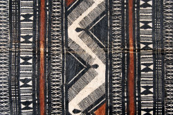 cocoroachchanel:  detail of tapa cloth, Fiji, early 20th century