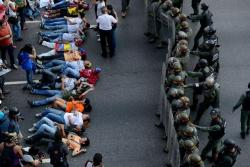 starsglowforyou:  This is what's happening on Venezuela right now. Please reblog to spread the word. We had a fraud on the presidential elections. People are getting killed for defending their rights. I know what happened in Boston is extremely horrible too and I am really sorry about that but maybe you can help us too. Please guys reblog this so the whole world can know the truth!  I am putting this on various tags so more people will see it. I know this has nothing to do with Owl City or One Direction or whatever but please we NEED your help