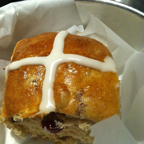 #hotcrossbuns @ivybakery #easter #bread #yum #buns #seasonal #bakery #baked  (at Ivy Bakery)