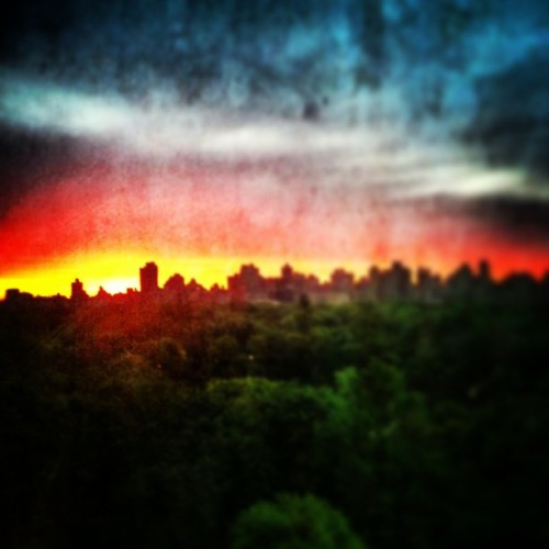 Sunrise thru two filters #woodcamera and #Instagram overlooking Central Park  (at dakota)