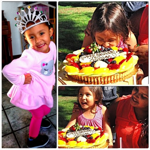 Planned Princess Allisson's 4th birthday party in one day & although it wasn't big & perfect she had so much fun. 😁 I made sure no one ruined her day; see how no annoying cousins are pushing her head into the cake? Yeah, if anyone even tried to push her, I'd punch them. 👊 & they all knew it, I'm a protective sister bear. 🐻 I love my little annoying brat so much.💗 #crazystring #partypoppers #piñata #beautifulprincess