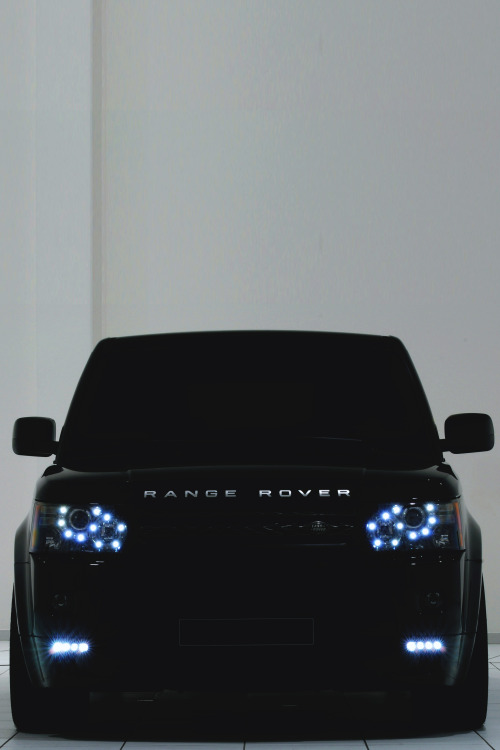 nickelsonwooster:  Stealth. drugera:  (Range Rover | | Source)