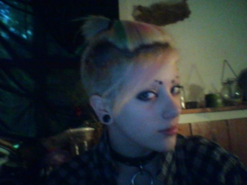 belleandwhistle:  coronaeatsbabies:  i can put my hair in a tiny pony tail like sokka from avatar!  it's a WOLF TAIL THANK YOU VERY MUCH.  ITS FUN AND PERKY   i dunno , mine looks a little more like the top knot when he was in the fire nation . .