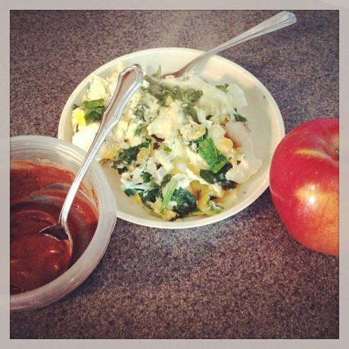2 eggs scrambled with spinach and mushrooms, an apple and powdered #peanutbutter with #chocolate is a great #cleaneating #snack eaten a couple hours before a #workout #wiaw #whatiatewednesday #eatclean